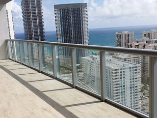Gorgeous condo at Beachwalk Resort, Hallandale Beach