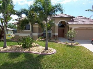 Villa Aurora - SE Cape Coral Intersection Fresh Water Canal, Luxury Pool Home, Contemporary Furnished, Sony Playstation 3 and more