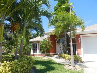 Palm Breeze - Cape Coral 3b/2ba luxury home with heated pool on gulf access canal, HSW Internet, Boat Dock and Tiki Hut