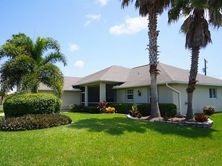 Villa Jenny - Cape Coral 3b/2ba home w/electric heated pool/spa, HSW Internet,