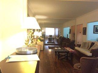 Espaçoso e confortável apartamento em Copacabana