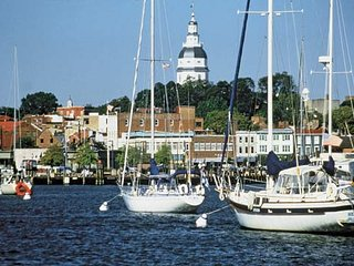 Perfect Annapolis with Lots of Parking & Hot Tub