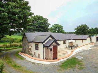 PENTRE BERW, detached barn conversion, WiFi, private patio with BBQ, in Pentre Berw, Ref 938930