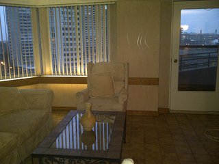 Fully Furnished and equipped elegant downtown 3 bd 2 ba with balcony, indoor pkg