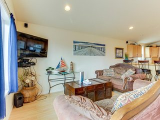 Dog-friendly with ocean views & bright interior! Just across street from beach!, Rockaway Beach