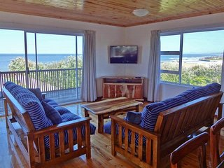 The Garden Cottage - ocean views & jacuzzi bath, Port Elizabeth
