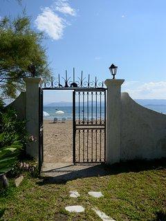front garden sea gate