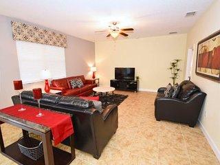 5 Bedroom 4.5 Bath Pool Home in Gated Golf Resort. 2323VD, Davenport
