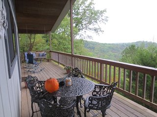 Dove's Nest, Charming Cabin, Fireplace and Awesome Lake View, Eureka Springs