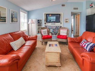 Breezy, dog-friendly home with a deck, Gulf views & easy access to the sand!, Galveston