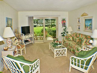 Surf Court 55 -Charming Ground Floor 2 bedroom Condo!, Hilton Head