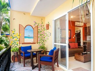 ONE BLOCK TO BEACH, APARTMENT, POOL, BBQ, OFFICE, RELAXING, QUITE, FREE WI FI