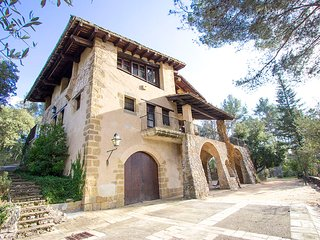 Countryside Castle for 16-18 guests, 30km from Barcelona!