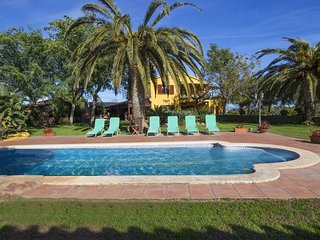 Incredible villa in La Selva for 14 guests, 11km from the beach!, Tarragona