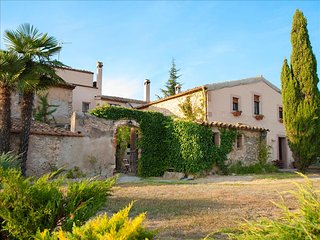 Masia Vera for 20 guests surrounded by Spanish vineyards and mountain views, Can Cartro