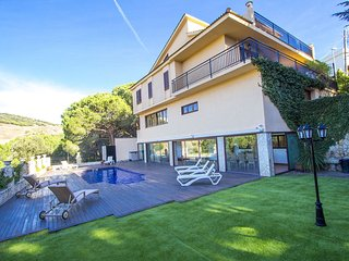 Enchanting Villa Sant Pol de Mar for 13 people