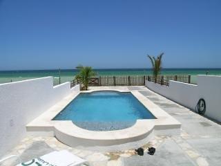 Beach Front Brand New Villa, Heated Pool & Wi-Fi