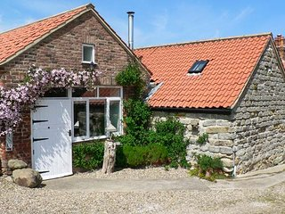 HOME FARM COTTAGE, all ground floor studio, woodburner, pet-friendly, near Filey