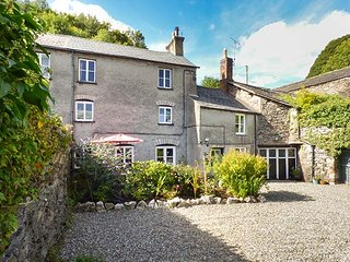 FURNACE COTTAGE, woodburning stove, patio, WiFi, character features, in Newland, Ref 903513, Ulverston