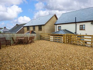 PEN-YR-ERW, detached holiday home, woodburner, WiFi, enclosed patio, external