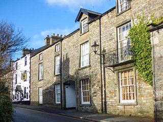 COURTYARD HOUSE, Grade II listed, hot tub, woodburner, en-suites, in Kirkby, Kirkby Lonsdale