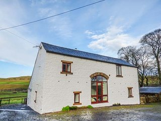 MIDDLEFELL VIEW, woodburner, pets welcome, open plan living, near Alston, Ref. 918695