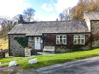 DOVE COTTAGE, on-site facilities, shared grounds, beautiful scenery, charming cottage on Graythwaite Estate, Ref. 919701, Hawkshead