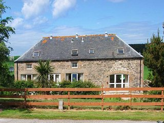 THE GRANARY, detached stone cottage in open countryside, WiFi, multi-fuel stove, near Buckie, Ref 919699