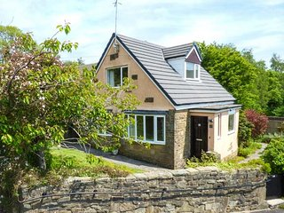 CHERRY TREE COTTAGE, detached, open fire, WiFi, garden, in Oxenhope, Ref 919879