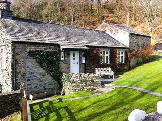 DOVE COTTAGE, on-site facilities, shared grounds, beautiful scenery, charming