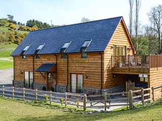 BRYNHIR FARM, hot tub, en-suites, balcony, countryside location, near Howey, Ref
