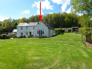 FIR COTTAGE, single-storey wing to owners' home, woodburner, extensive gardens, near Chepstow, Ref 922329