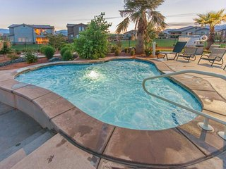 Gorgeous, brand new home w/ shared hot tub, pool & more, convenient location!