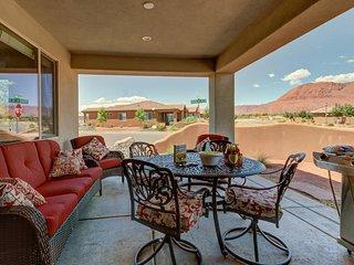 Mountain views, a private hot tub, and shared resort-style pools await!, Santa Clara