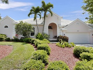 COLONIAL AVE. 373 LUXURY, WATERFRONT, POOL HOME!