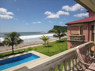 Beach Front-Panga Drops & Playa Colorado Breaks with Pool View