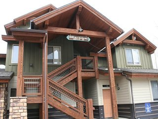 Beautiful 1 BDR + LOFT on the River, Dillon