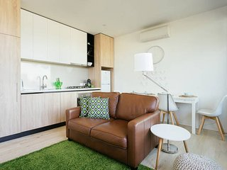 Early Bird Winter Discount! Boutique Stays - City Lights in South Melbourne