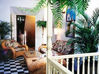 Old San Juan, Tropical Garden Apt: 2bed, 2 Bath