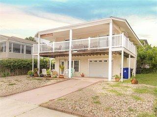 Colors Beach House, 3 bedrooms, ocean view, sleeps 8, Saint Augustine