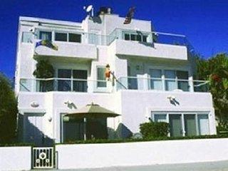 #139 Mission Beach Designer Bayfront 3 bedroom condo