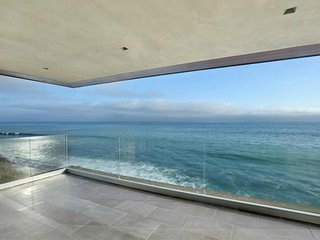 #154 Malibu Oceanfront 3 bedroom, 4 bathroom home. Sleeps 6, Point Mugu