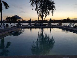 Palm Bay Club 1st. Fl. 100 yards from the beach, Siesta Key