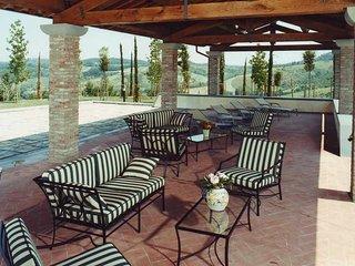 Beautiful Tuscan Villa on a Large Estate - Casale Mimma