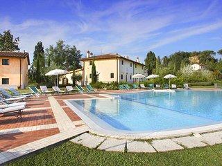 Beautiful Tuscan Villa on a Large Estate - Casale Rossella
