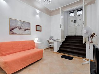 A one bed apartment near the historic center, Roma