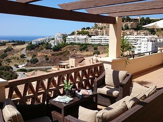 """La Vista"" a Fabulous 3 bed Holiday Penthouse!, Sitio de Calahonda"