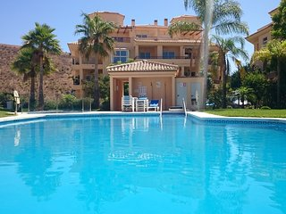 'La Vista' a Fab 3 bed Penthouse - Exc Location, Superb Sea View, BBQ & 4 Pools!