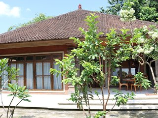 Enjoy life in a Balinese family compound <3