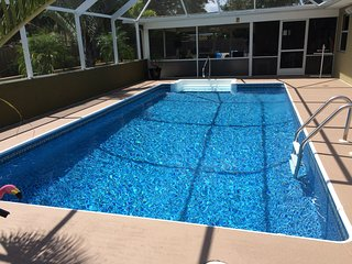 Pet Friendly-3 Bedroom Home with Heated Pool!, Port Charlotte